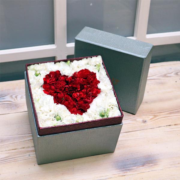 جعبه گل ، باکس گل ، باکس قلب ، گل میخک ، گل فروشی ، خرید گل ، گل تولد